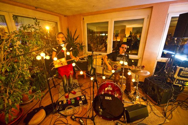 Hymn for her wohnzimmer in feuerbach stuttgart gig blog - Wohnzimmer stuttgart ...