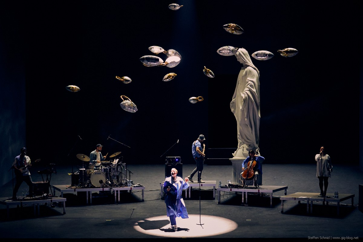 Maeckes Release y in der Staatsoper Stuttgart